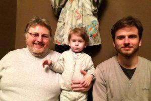 Tėtis su dviem sūnumis